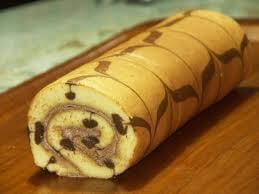 bolu-gulung-bergaris-cokelat
