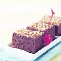 brownies-ubi-ungu-bertabur-kacang-tanah