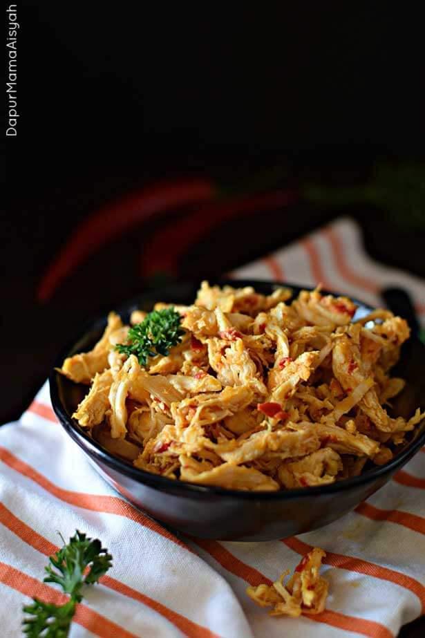 Ayam suwir bumbu ebi | via dapurmamaaisyah.blogspot.com