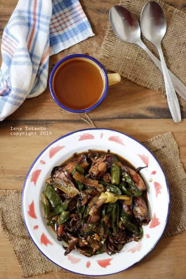 Cumi masak tinta | via cobacoba-isna.blogspot.com