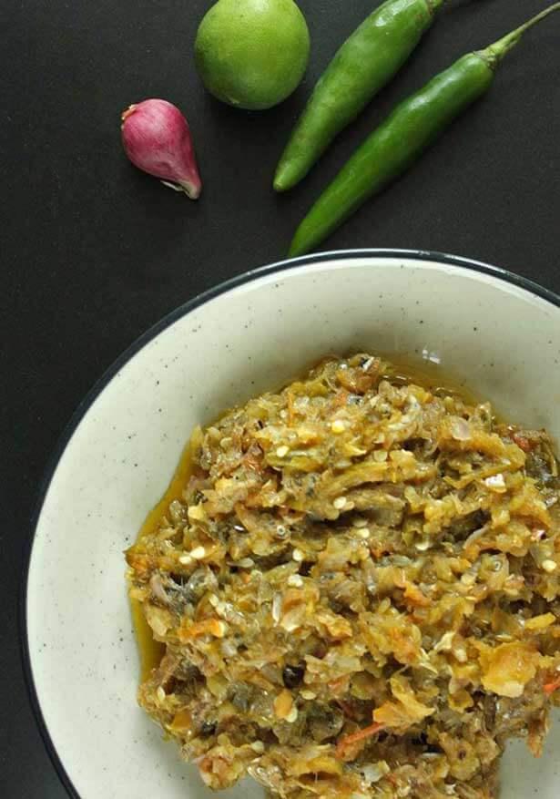 Sambal kelapa ikan gabus | via dailycookingquest.com