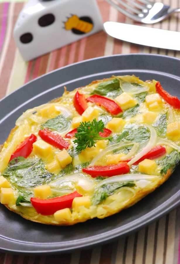 Telur dadar bayam keju | via cheesykeju.com