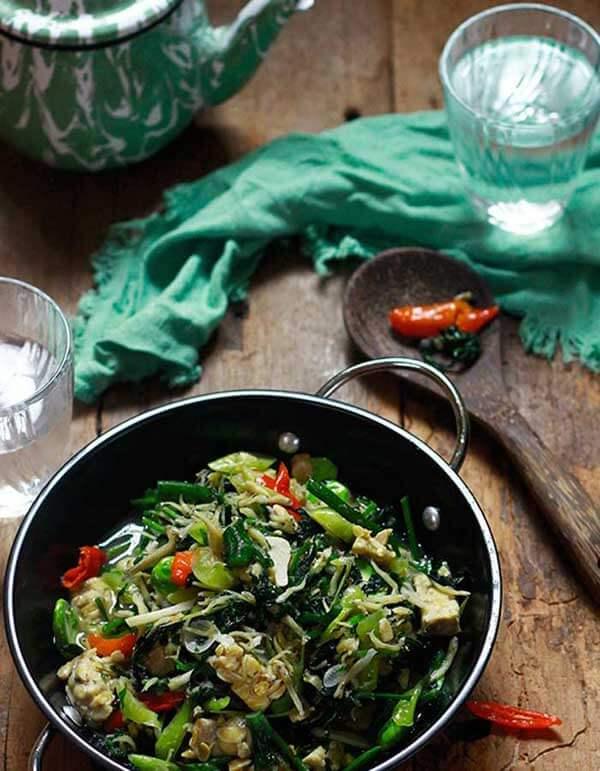 Tumis daun pepaya jepang | via catatandapurnyavero.blogspot.com