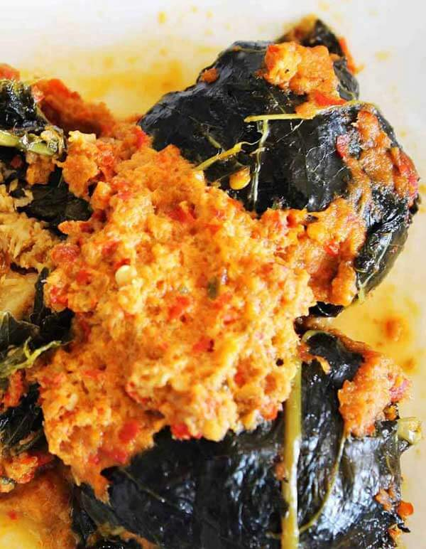 Buntil daun pepaya kuah pedas | via lesmanachandraeka93.wordpress.com